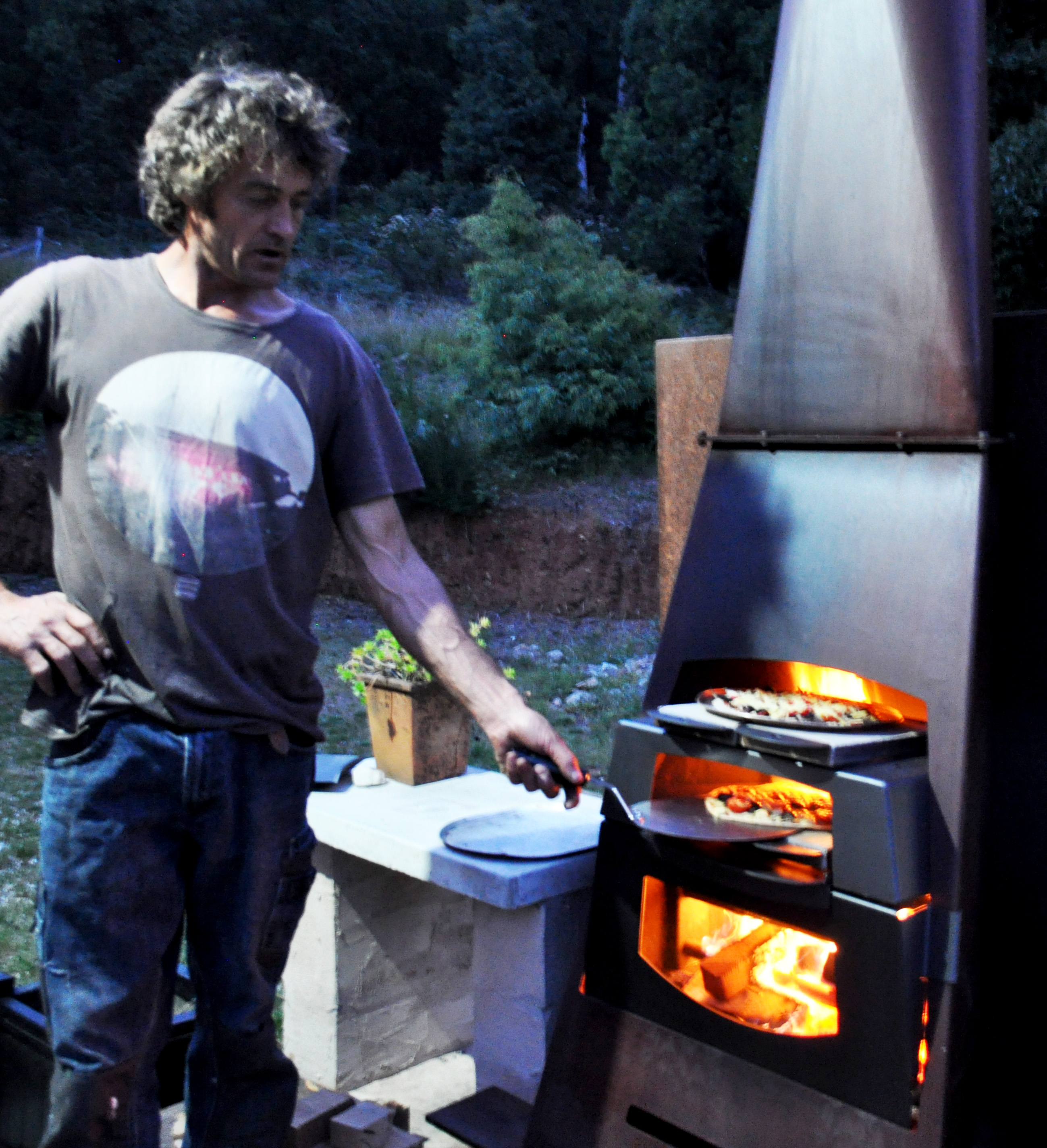 outdoor open fireplace pizza